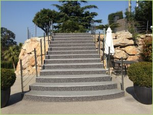 A gently sloping staircase, the feet will not slip thanks to RESIMARMO