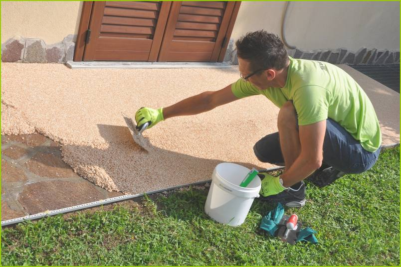 The techniques - Installation of RESIMARMO on the pavement of an Italian house